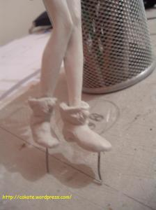 Estos son los botines, hay que prestar mucha atención a la forma de los pies, ya que deben quedar proprcional al resto del cuerpo... se aprecia que me quedó un poco grande el pie izquierdo ^^`