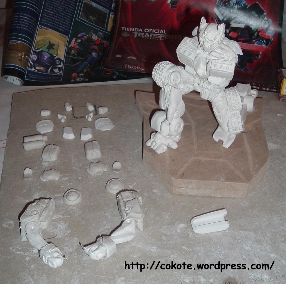 Paciencia... figuras complejas. Optimus Prime en pasta para modelar. (2/6)