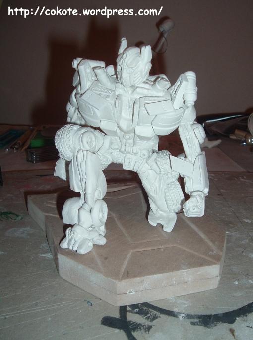 Ya están las piezas pegadas, casi todas, ahora se puede comenzar a pintar.